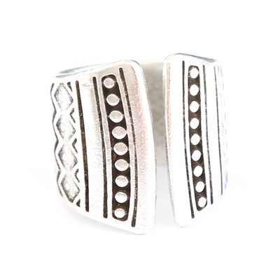 Ring Maya dots